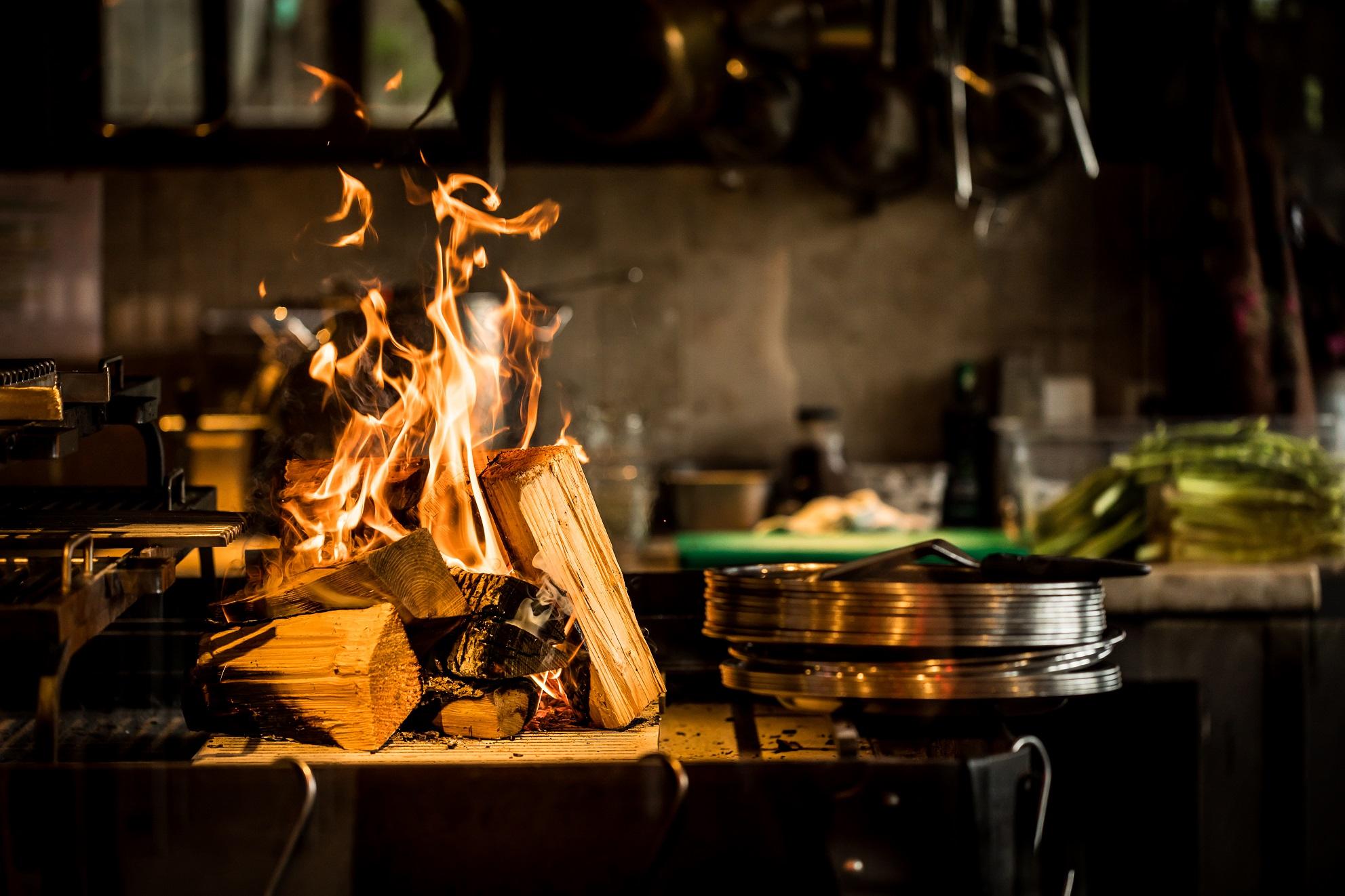 Auf Feuer kochen