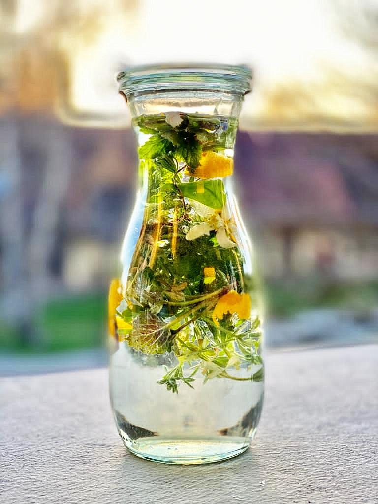 Wilde Kräuter - Flavoured Water, Kräutergetränk